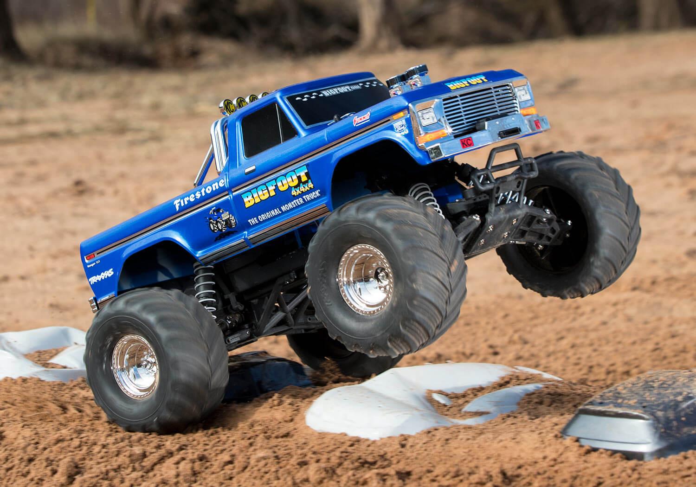 36034-1-Bigfoot-Classic-Dirt-CarJump-2-DX1I8649