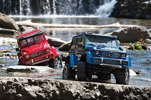 82096-4-TRX-4-Mercedes-G500-DUO-Water-DX1I8955