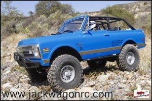 Axial Chevy Blazer SCX10ii Crawler-01