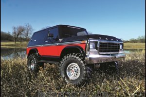 Traxxas-82046-4-Bronco-red-pond-3qtr-right-low-beauty