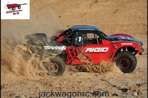 Traxxas-85076-Unlimited-Desert-Racer-Action-4
